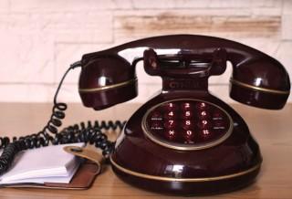 vintage-communication-dialer-telephone