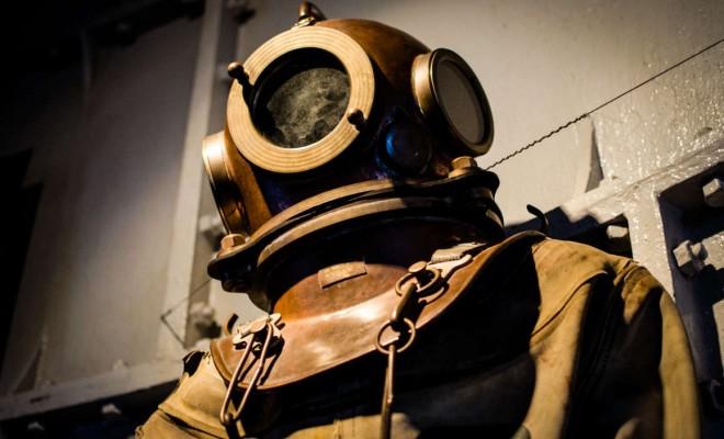 vintage-historical-old-diver